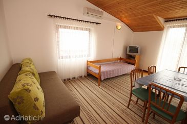 Apartment A-6627-b - Apartments and Rooms Starigrad (Paklenica) - 6627