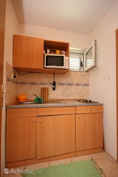 Makarska, Kitchen u smještaju tipa studio-apartment, dopusteni kucni ljubimci i WIFI.