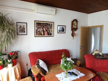 Tučepi, Living room u smještaju tipa apartment, dostupna klima, dopusteni kucni ljubimci i WIFI.