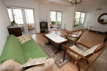 Baška Voda, Living room u smještaju tipa apartment, dostupna klima i WIFI.