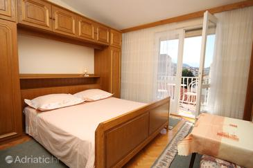 Room S-6714-a - Apartments and Rooms Makarska (Makarska) - 6714