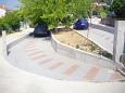 Parking Gradac (Makarska) - Zakwaterowanie 6757 - Apartamenty ze żwirową plażą.