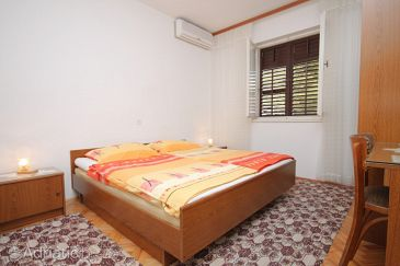 Room S-6778-c - Apartments and Rooms Makarska (Makarska) - 6778