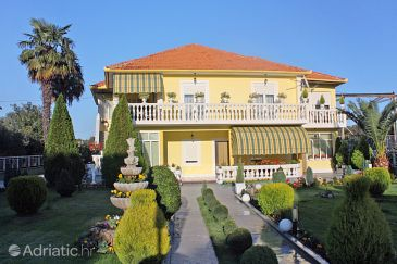 Property Bibinje (Zadar) - Accommodation 681 - Apartments with pebble beach.