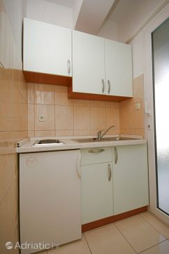 Baška Voda, Kitchen u smještaju tipa studio-apartment, WIFI.