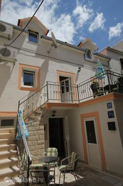Property Baška Voda (Makarska) - Accommodation 6869 - Apartments near sea with pebble beach.
