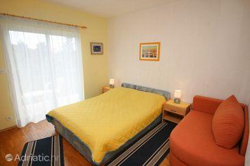 Živogošće - Mala Duba, Bedroom u smještaju tipa room, dopusteni kucni ljubimci i WIFI.