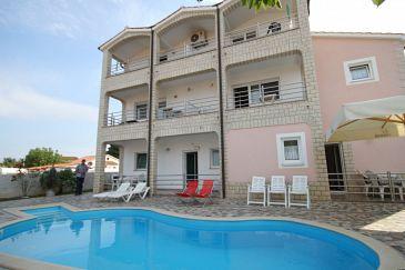 Obiekt Tar (Poreč) - Zakwaterowanie 6918 - Apartamenty ze żwirową plażą.