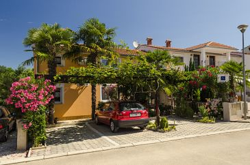 Property Poreč (Poreč) - Accommodation 6950 - Apartments with rocky beach.