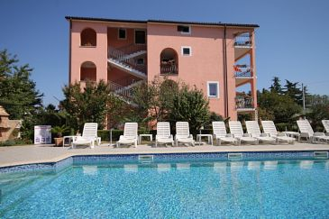 Novigrad, Novigrad, Property 6951 - Apartments and Rooms with pebble beach.