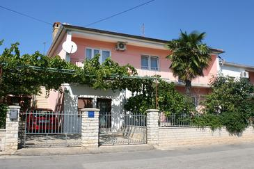 Property Pula (Pula) - Accommodation 6986 - Apartments with pebble beach.