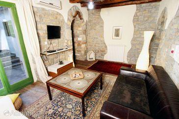 Dom K-7046 - Ubytovanie Grožnjan - Bijele Zemlje (Središnja Istra) - 7046