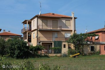 Property Umag (Umag) - Accommodation 7110 - Apartments with sandy beach.