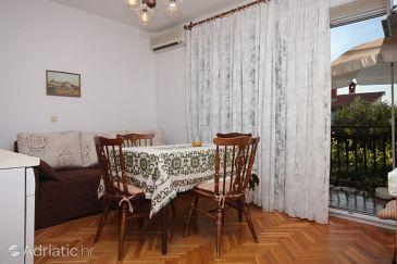 Novigrad, Dining room u smještaju tipa apartment, dostupna klima i WIFI.