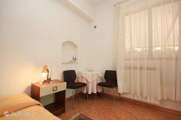 Novigrad, Dining room u smještaju tipa studio-apartment, dopusteni kucni ljubimci i WIFI.