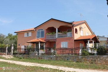 Property Valica (Umag) - Accommodation 7122 - Apartments with pebble beach.