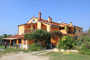 Property Sveti Ivan (Umag) - Accommodation 7173 - Apartments near sea with rocky beach.