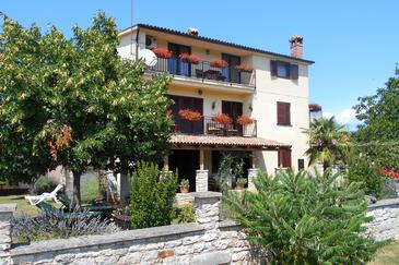 Property Flengi (Poreč) - Accommodation 7179 - Apartments with pebble beach.