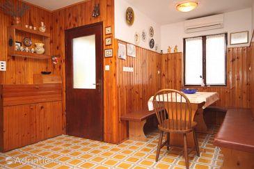 Crveni Vrh, Jídelna u smještaju tipa apartment, dostupna klima.