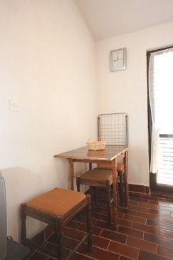 Štinjan, Jadalnia u smještaju tipa studio-apartment.