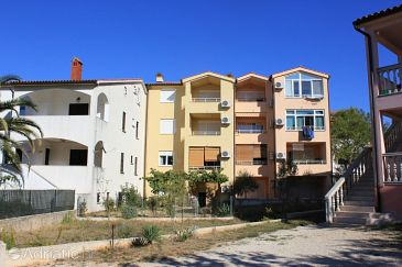 Property Štinjan (Pula) - Accommodation 7245 - Apartments with pebble beach.