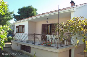 Property Mirca (Brač) - Accommodation 728 - Apartments with pebble beach.