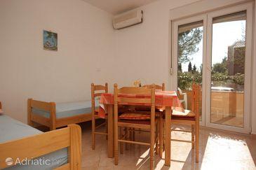 Zambratija, Dining room u smještaju tipa apartment, dostupna klima.