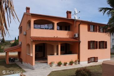 Valbandon, Fažana, Property 7296 - Apartments with pebble beach.