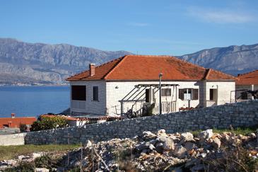 Obiekt Postira (Brač) - Zakwaterowanie 740 - Apartamenty blisko morza ze żwirową plażą.