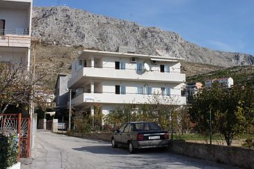 Property Dugi Rat (Omiš) - Accommodation 7481 - Apartments with pebble beach.