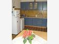 Kitchen - Apartment A-7482-c - Apartments Mali Rat (Omiš) - 7482