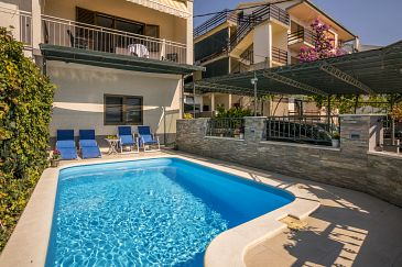 Property Podstrana (Split) - Accommodation 7539 - Vacation Rentals with pebble beach.