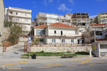 Property Dugi Rat (Omiš) - Accommodation 7575 - Apartments near sea with pebble beach.