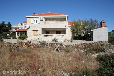 Property Povlja (Brač) - Accommodation 759 - Apartments with pebble beach.