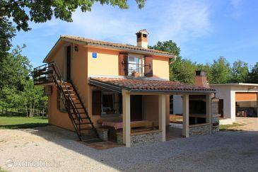 Sveti Martin, Središnja Istra, Property 7634 - Apartments with pebble beach.