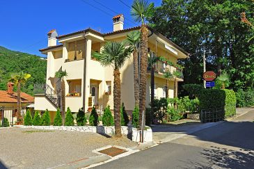 Property Oprić (Opatija) - Accommodation 7728 - Apartments with pebble beach.