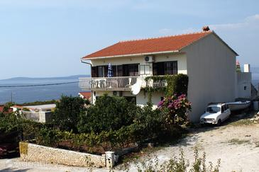Property Maslinica (Šolta) - Accommodation 776 - Apartments near sea with pebble beach.