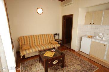 Ičići, Living room u smještaju tipa apartment, dostupna klima.