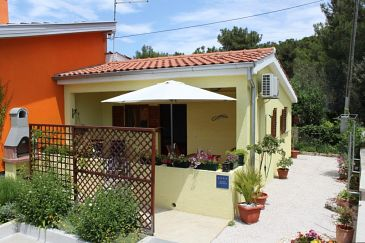 Property Artatore (Lošinj) - Accommodation 7952 - Apartments near sea with pebble beach.