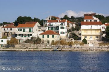 Property Jezera (Murter) - Accommodation 796 - Apartments near sea.
