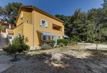 Artatore, Lošinj, Property 8022 - Apartments blizu mora with pebble beach.