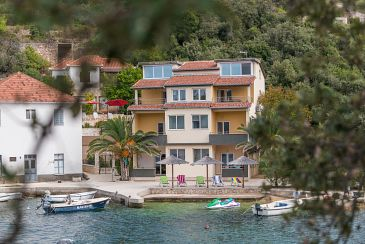 Property Savar (Dugi otok) - Accommodation 8128 - Apartments near sea with pebble beach.