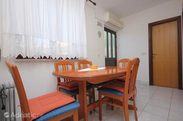 Zaglav, Dining room u smještaju tipa apartment, dostupna klima.