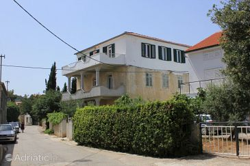 Property Preko (Ugljan) - Accommodation 8292 - Apartments near sea.