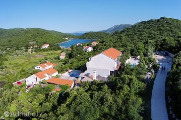 Žrnovska Banja, Korčula, Property 8335 - Apartments with pebble beach.