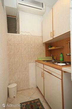 Pasadur, Kitchen u smještaju tipa studio-apartment, dostupna klima.