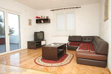 Neviđane, Living room u smještaju tipa apartment.