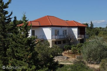 Property Ugljan (Ugljan) - Accommodation 8404 - Apartments with pebble beach.