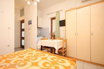 Studio flat AS-8414-b - Apartments Tkon (Pašman) - 8414