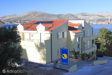 Property Okrug Gornji (Čiovo) - Accommodation 8626 - Apartments near sea with pebble beach.